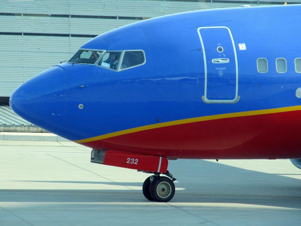 airplane-422280_1920